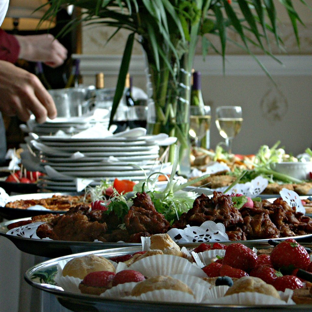 10 Things You Should Know About Wedding Catering