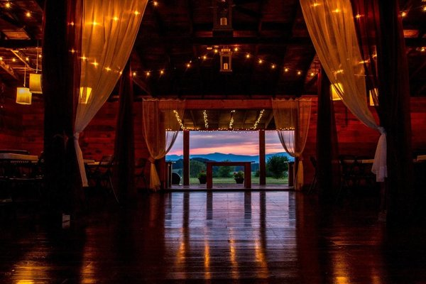 Airbnb-Options-For-Weddings-andrew-roby-events
