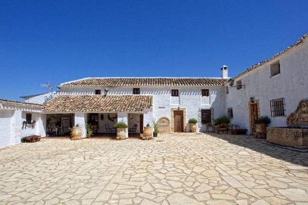 Rural-Spanish-Farmhouse-andrew-roby-events