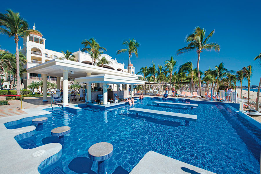 RESORT-POOL-ANDREW-ROBY-EVENTS